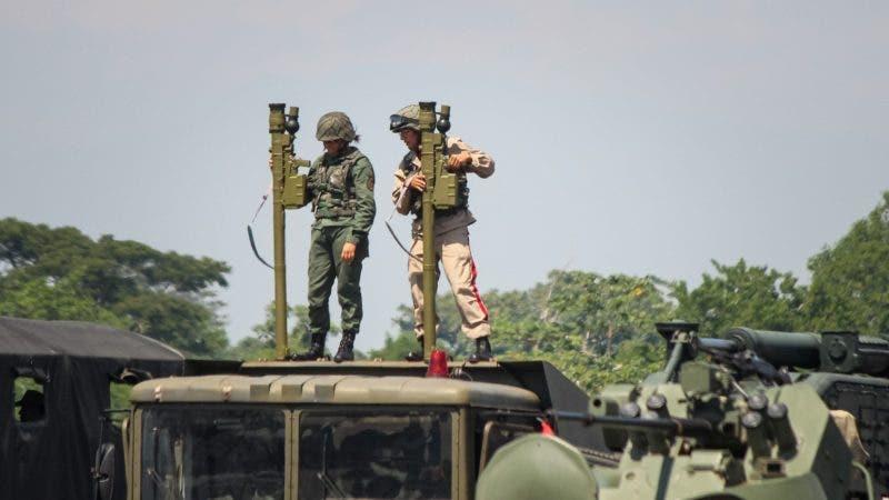 Venezuela inicia ejercicios militares, pero no dispara una bala