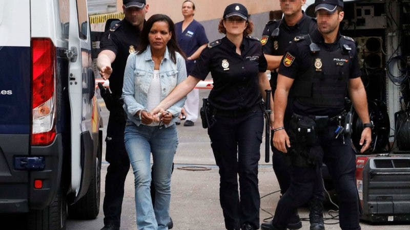 Ana Julia Quezada, autora confesa de la muerte del niño Gabriel Cruz, es trasladada a la Audiencia Provincial de Almería donde este miércoles se celebra la tercera jornada consecutiva del juicio por la muerte del pequeño con la declaración de dos testigos, un policía local y cuatro guardias civiles. EFE/Ricardo García