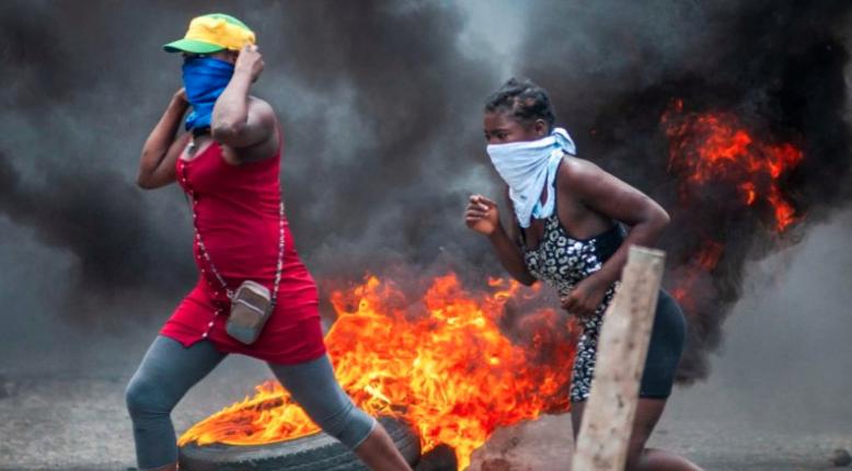 Manifestantes que buscan derrocar presidente de Haití queman negocios