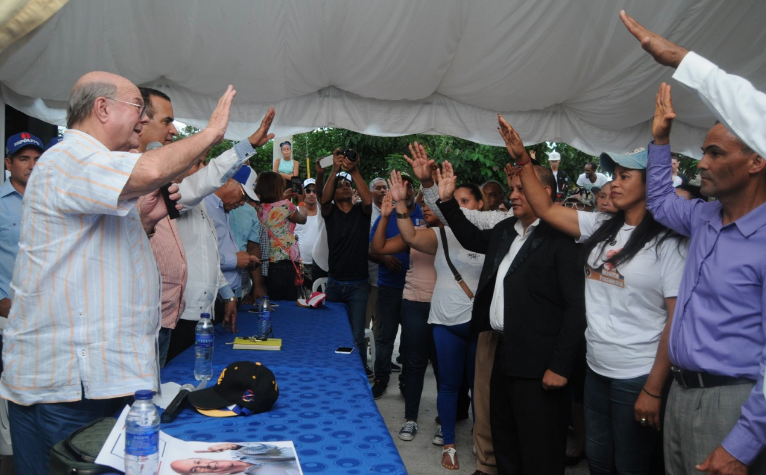 Cinco regidores y un director de distrito municipal anuncian respaldo a Hipólito Mejía
