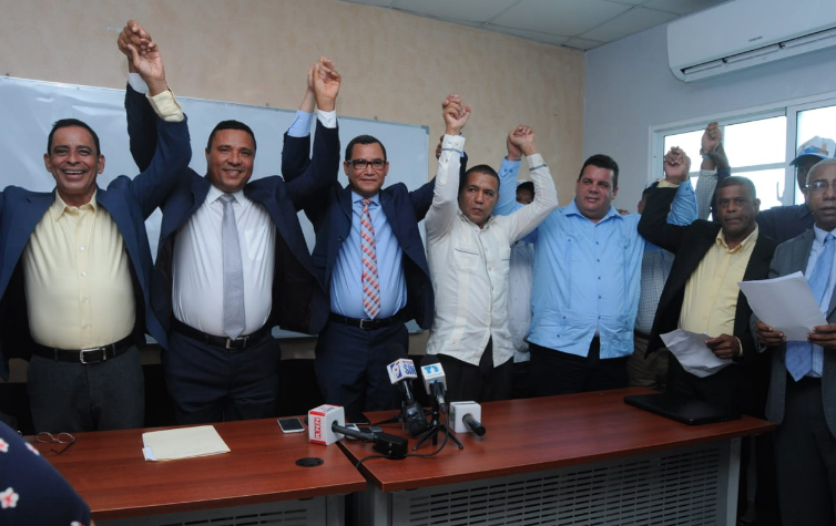 Los aspirantes a diputados y regidores que anunciaron respaldo a Hipólito Mejía