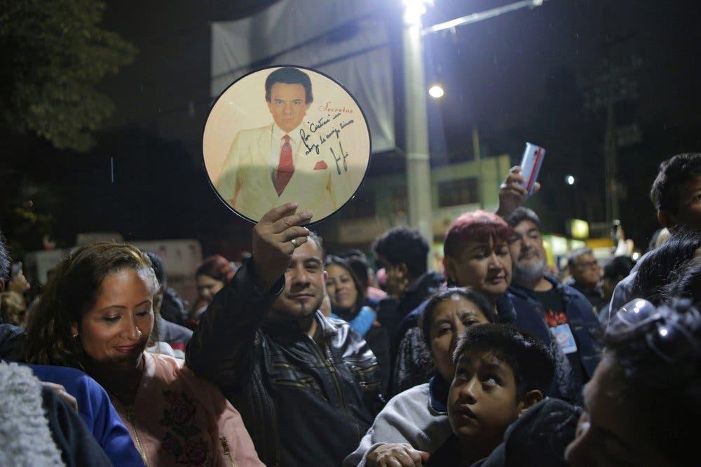 Vecinos y admiradores despiden a José José en el barrio de la Ciudad de México donde crecío
