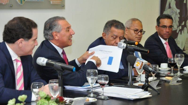 José Ramón Peralta en el almuerzo semanal del Grupo de Comunicaciones Corripio