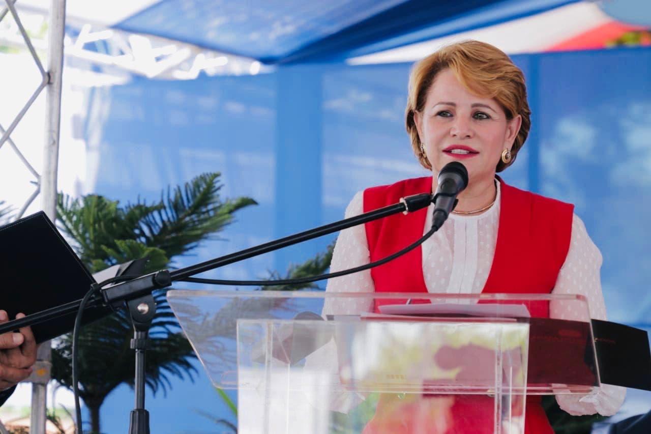 Lucía Medina entrega cinco puntos de wifi en San Juan