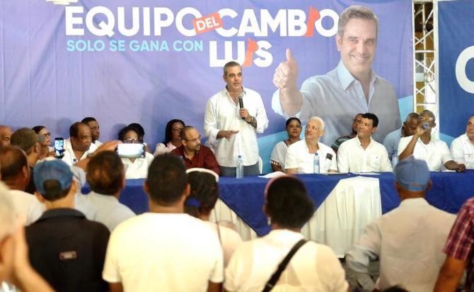 Abinader promete dominicanizar trabajo en agricultura y  construcción en frontera