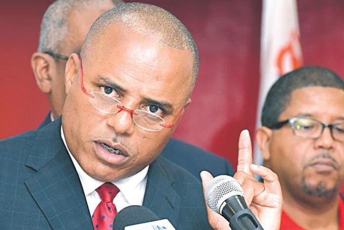 Ministro de seguridad de Bahamas advierte cifra de muertes por el paso del huracán Dorian aumentará