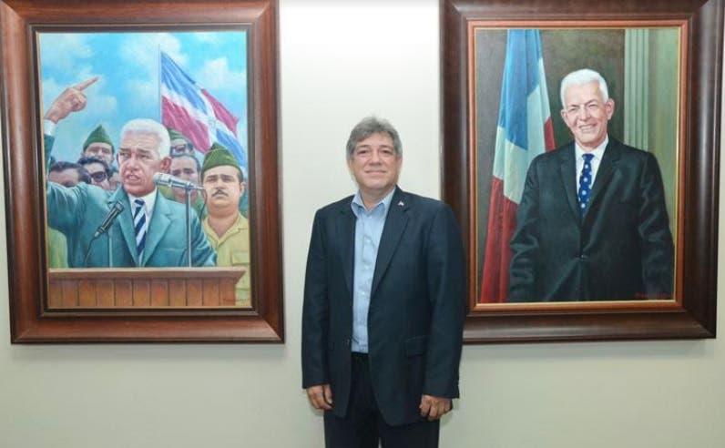 Pintor Miguel Núñez se recupera tras infarto