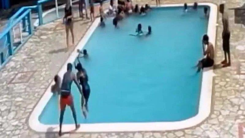 Se trata del asesinato de una adolescente de 15 años, cometido por otro joven, quien la lanzó a una piscina, en reiteradas ocasiones, y luego la hundió hasta que esta quedó inmóvil.