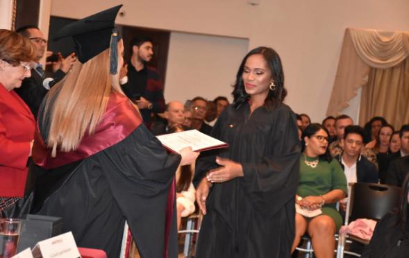 Conozca la primera dominicana en obtener el primer título en pedagogía hospitalaria en Costa Rica
