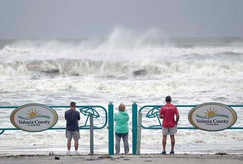 Dorian amenaza con inundaciones a costa sureste de EEUU