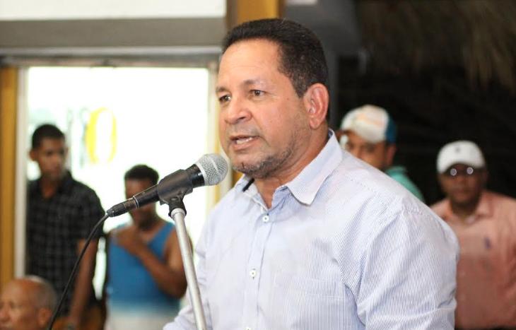 Precandidato a senador Miguel Bejarán recibe respaldo del sector salud en Montecristi