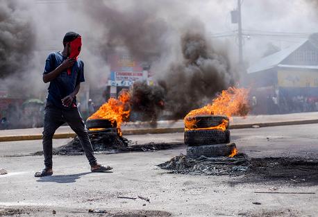 La capital de Haití sigue paralizada en el segundo día de protestas seguido