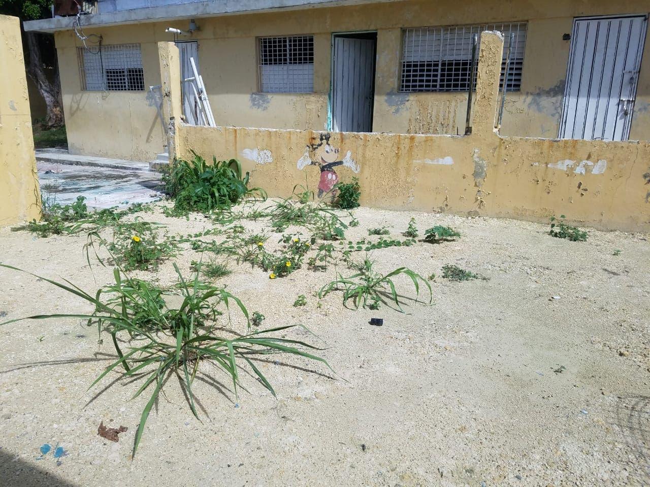 Mal estado de escuela impide inicio de docencia por segundo año en Bienvenido Manoguayabo
