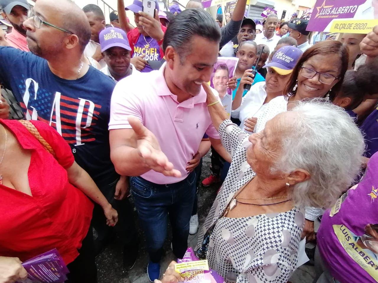 Residentes Los Mina solicitan drenaje pluvial y acondicionamiento de calles