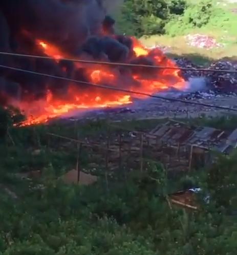¡INCONTROLABLE! Persiste monumental incendio en Haina: Aquí fotos y videos