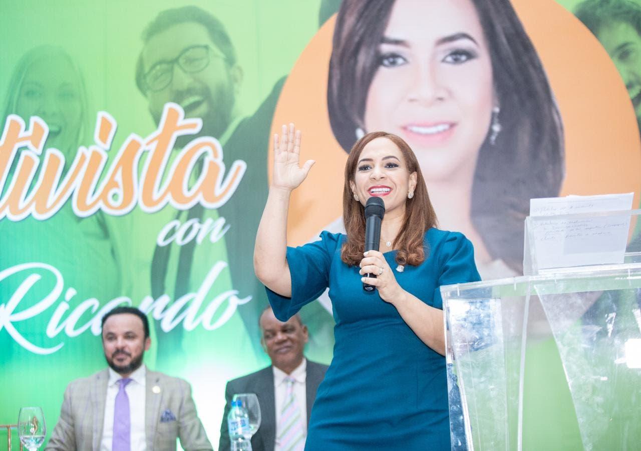 Sector cooperativista realiza acto de apoyo a Karen Ricardo en Santo Domingo Este