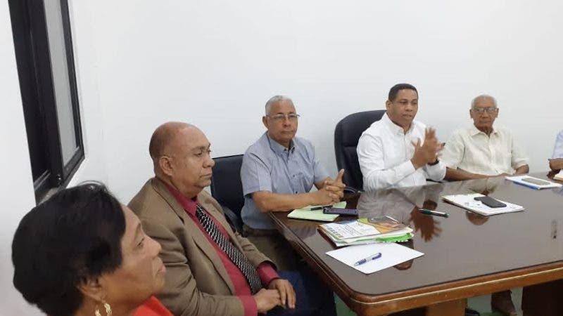 Trajano Santana, presidente del PRI, en reunión del Comité Político de esa organización