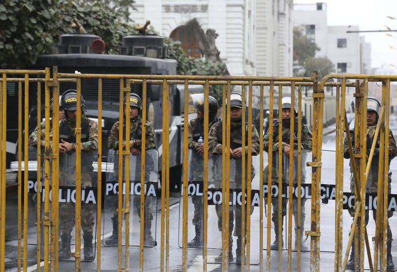 Perú: Renuncia la presidenta nombrada por el Parlamento