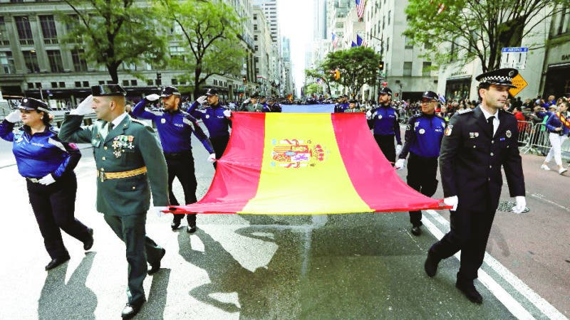 New York (United States), 13/10/2019.- Police from Spain carry the Spanish flag at the 55th Annual Hispanic Day Parade in New York, New York, USA, 13 October 2019. (España, Estados Unidos, Nueva York) EFE/EPA/PETER FOLEY