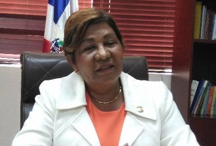 Senadora Amarilis Santana de La Romana, lamento que el PLD quiere echar a Leonel Fernández. fuente externa
