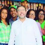 Guillermo Moreno acompaña precandidatos en San Cristóbal.- El presidente de Alianza País arribó al municipio San Cristóbal a tempranas horas de este miércoles donde recorrió las calles acompañando a los precandidatos, dialogando con diversos sectores al tiempo de esbozar las propuestas a implementar ganadas las próximas elecciones. Hoy/Fuente Externa 17/10/19