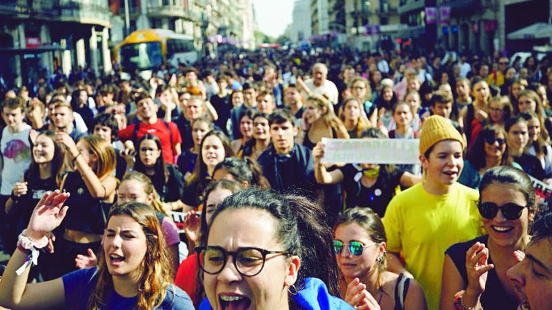Protestors crowd a street in Barcelona, Spain, Monday, Oct. 14, 2019. Spain's Supreme Court on Monday convicted 12 former Catalan politicians and activists for their roles in a secession bid in 2017, a ruling that immediately inflamed independence supporters in the wealthy northeastern region. (AP Photo/Emilio Morenatti)
