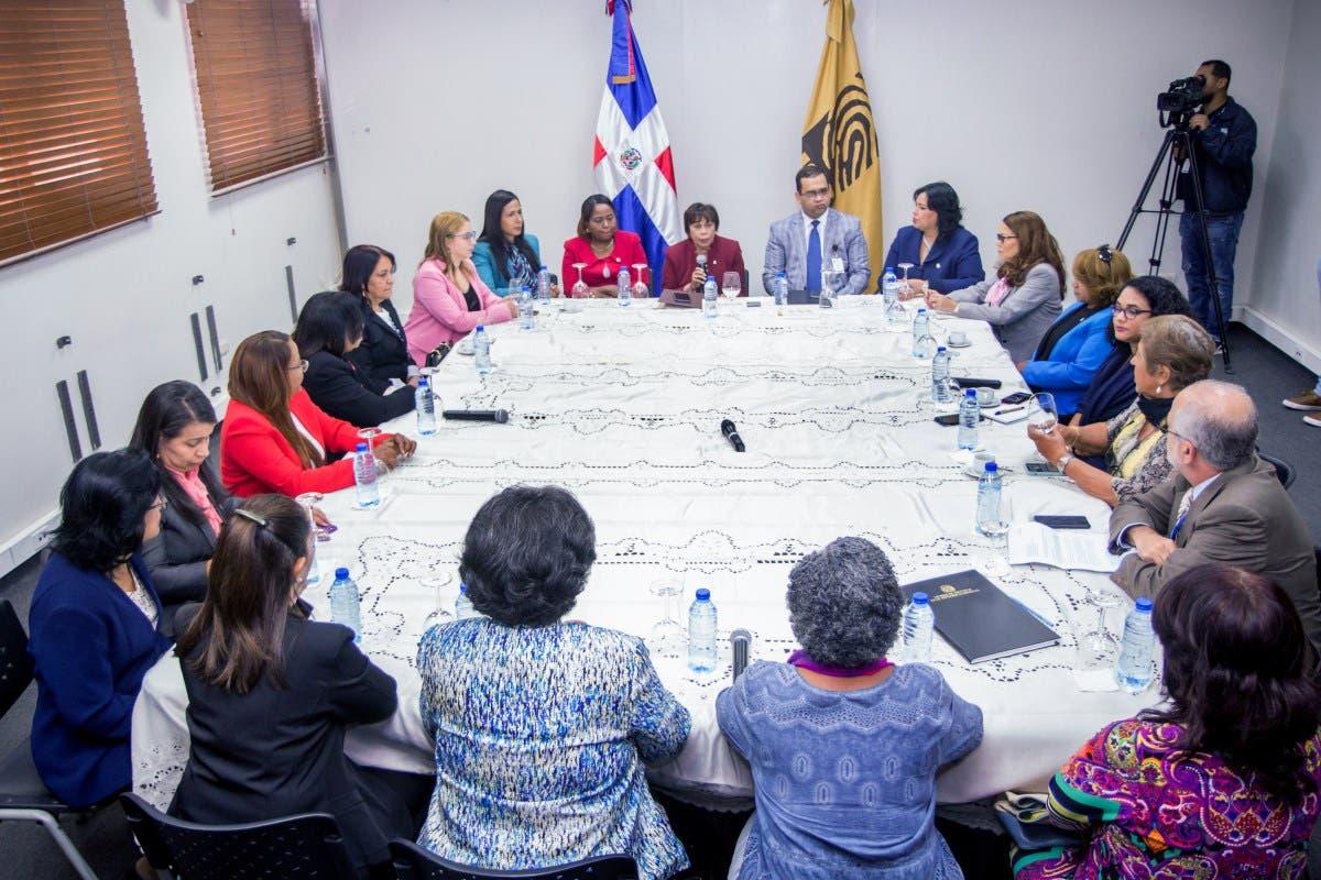 JCE sostiene encuentro con mujeres representantes de instituciones sobre garantías en aplicación de cuota de género