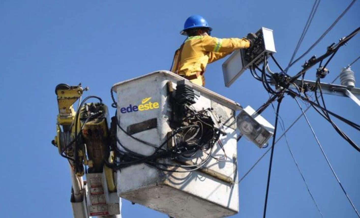 Demanda de energía baja 16% por reducción actividades comerciales por Covid-19