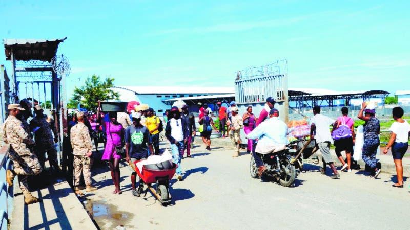 Baja asistencia en el mercado binacional en Dajabon por los disturbios ocurridos en Haití. Hoy / Wilson Aracena.