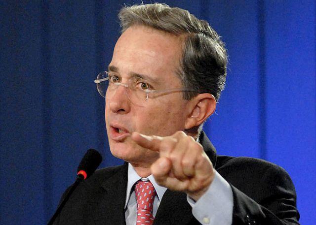 Expresidente Uribe va a la justicia en un caso que tiene en vilo a Colombia