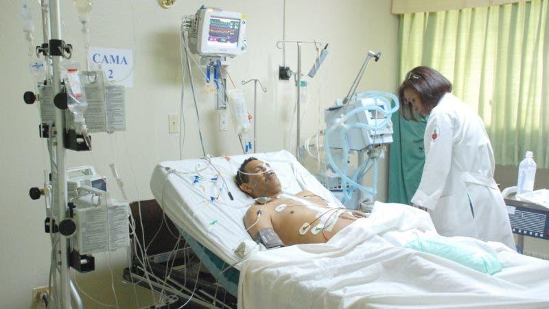 Reportaje sobre el Instituto Dominicano de Cardiología.    En foto la unidad de cuidados intensivos en centro.  Santo Domingo.  Hoy21-6-08.    Juan Faña.