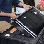 El pleno de la Junta Central Electoral (JCE), encabezado por su presidente, Julio César Castaños Guzmán,en rueda de prensa realizada en el almacén que alberga los equipos que serán desplegados en el simulacro nacional del voto automatizado este domingo 8 de septiembre en todos los municipios y recintos electorales de la República Dominicana/foto Jose de Leon