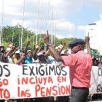 Cañeros protestan frente al Congreso , en demanda de pensiones. En Foto: Jesús Núñez. Hoy/Arlenis Castillo/14/10/19.