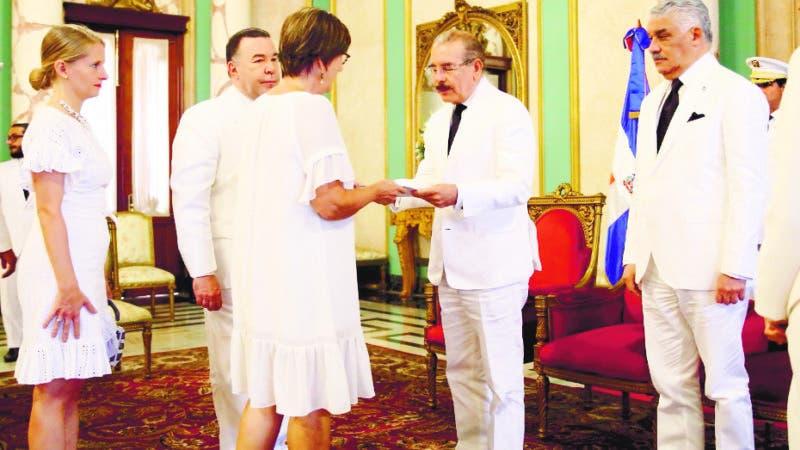 Presidente recibe nuevos embajadores