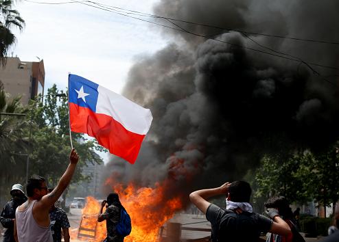 Siguen protestas en Chile a pesar de medidas del presidente