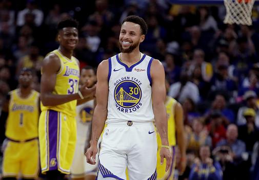 Jordan sorprende al decir que no ve a Curry como miembro de Salón de la Fama