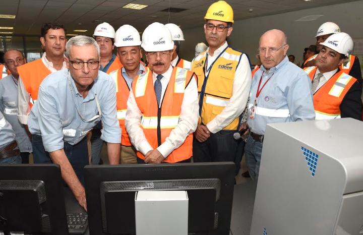Danilo Medina sincroniza unidad número dos de la central Punta Catalina