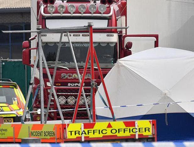 Hallan 39 cadáveres en contenedor de camión que llegó a Essex, Inglaterra procedente de Bulgaria