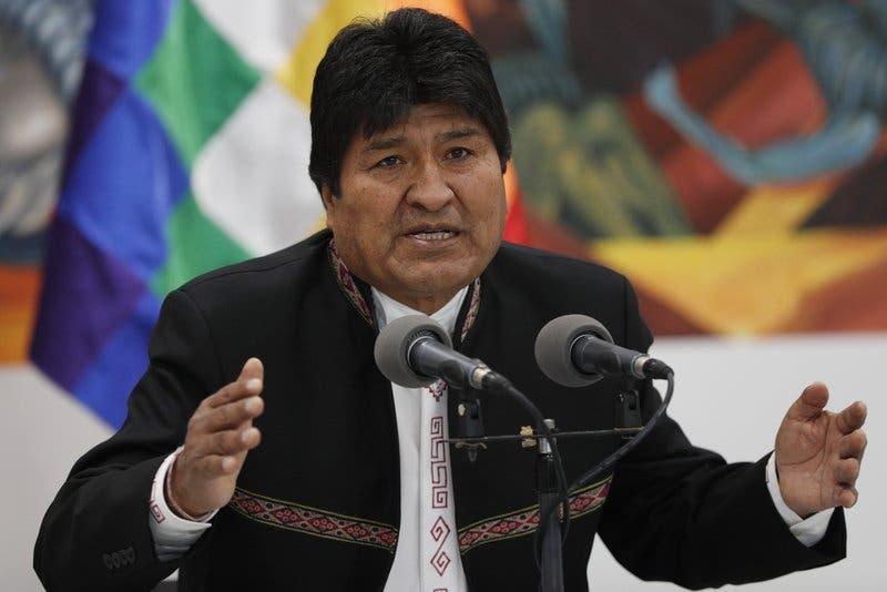 Evo Morales recibe asilo en México; Bolivia busca sucesor