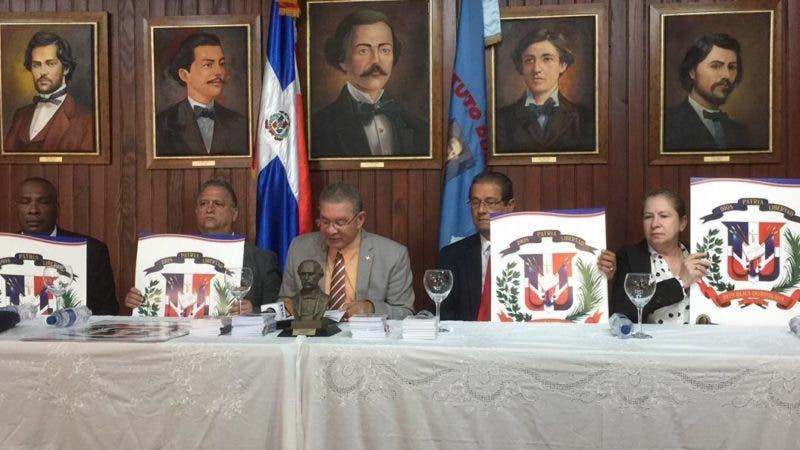 Foto 1 - El presidente del Inst. Duartiano, Wilson Gómez Ramírez junto a otros directivos