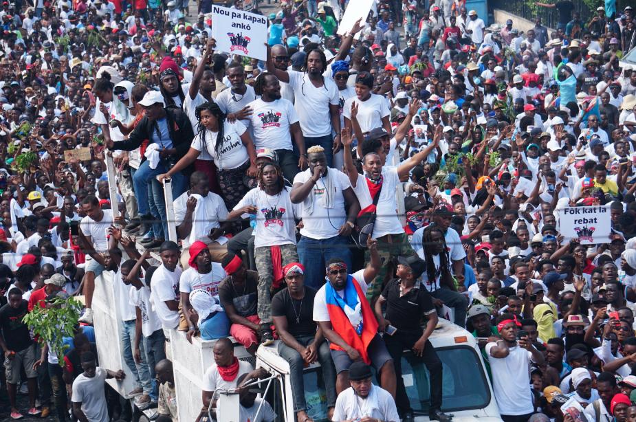 Decenas de miles de personas protestan en Haití convocados por artistas