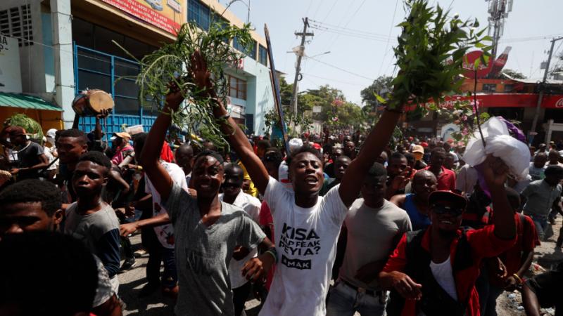 Bloquean caminos en Haití en la quinta semana de protestas