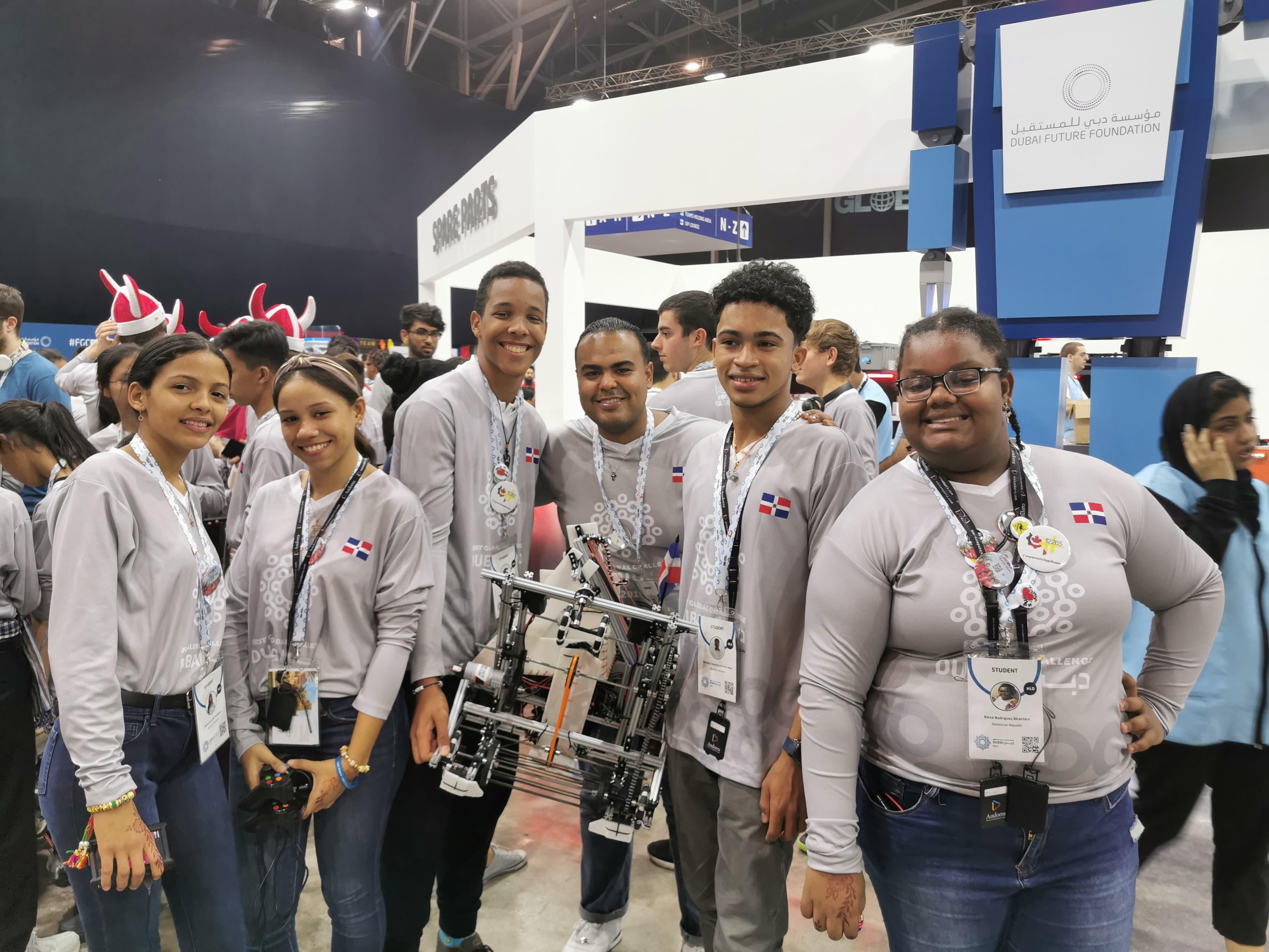 Estudiantes dominicanos ganan medalla de bronce en la Competencia Mundial de Robótica 2019