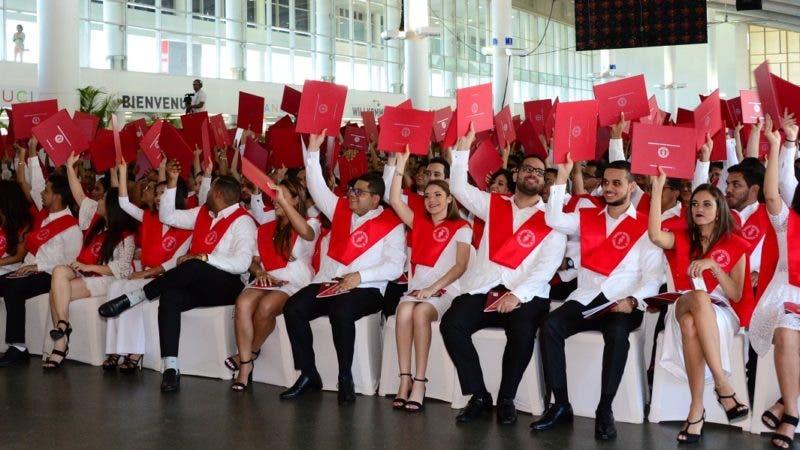 INTEC entregó títulos de grado y postgrado a 636 estudiantes