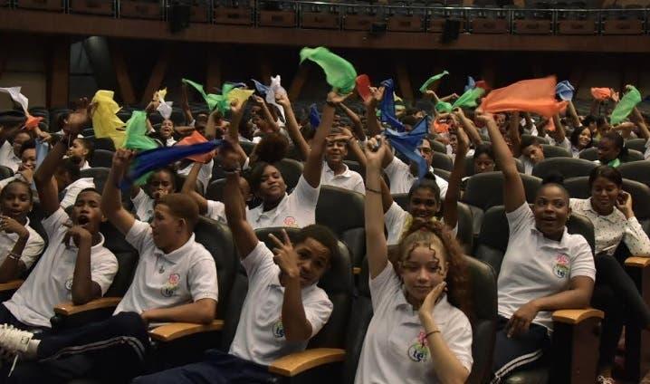Realizan foro estudiantil con 400 jóvenes de secundaria; busca mejorar relaciones en las escuelas