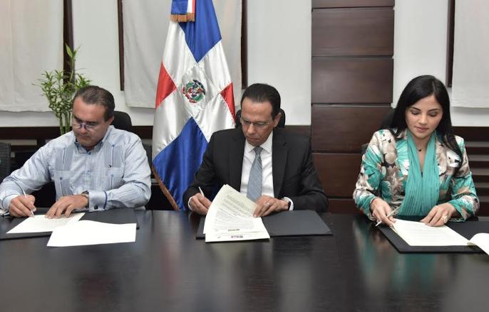 Empresa aporta terrenos para construcción de una estancia infantil en Nigua