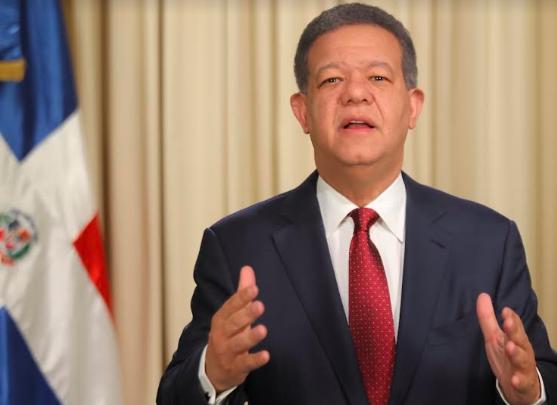 Leonel Fernández presenta su formal renuncia del PLD
