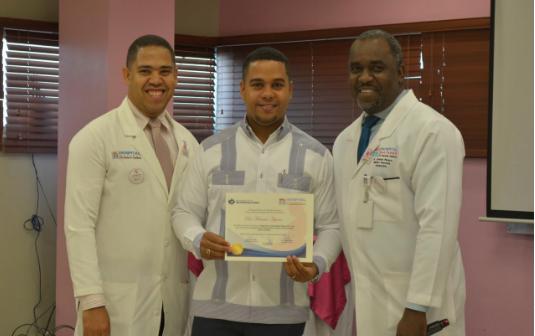 Hospital Materno Reynaldo Almánzar aborda el cáncer de mama asociado al embarazo