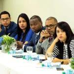 Miembros del MP del DN durante reunión con representantes de la ABA y entidades financieras.