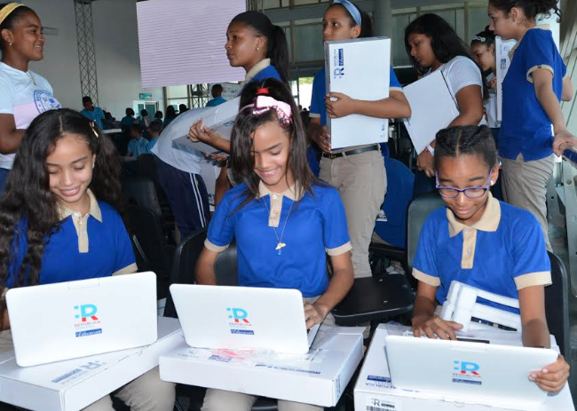 Minerd concluye entrega de más de 105 mil computadoras a estudiantes